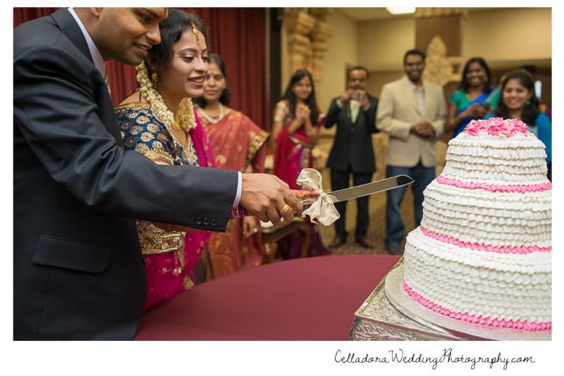 cutting-cake-800x534 Nashville Indian Wedding Photographer
