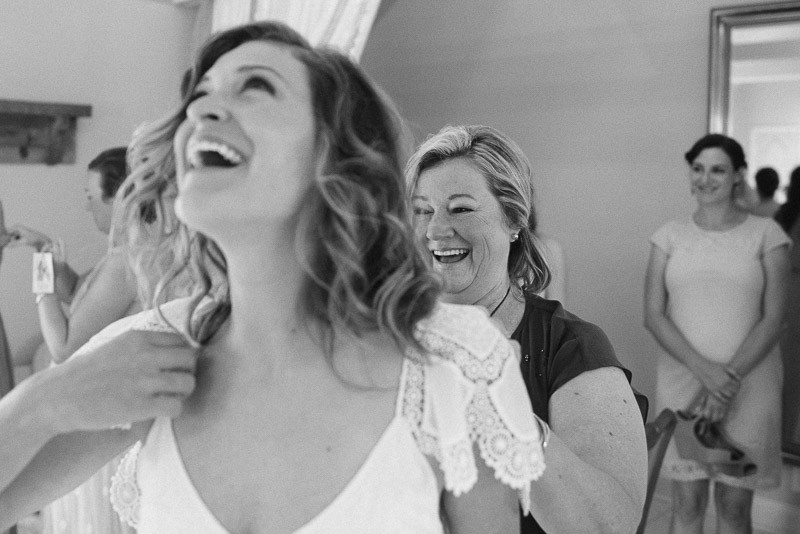 bride-laughing-with-mother-800x534 Front Porch Farms Wedding - Taylor and William
