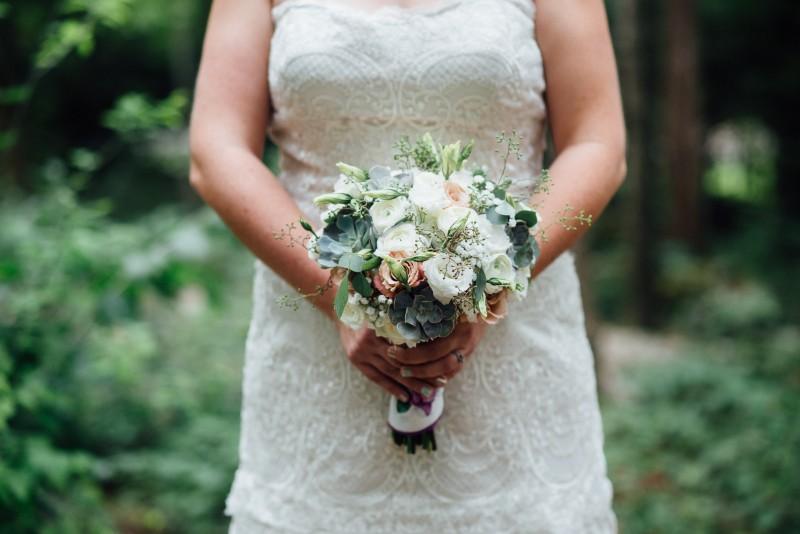 bride-wedding-flowers-800x534 Outdoor Barn Wedding | Murfreesoro, TN | Paul and Amanda