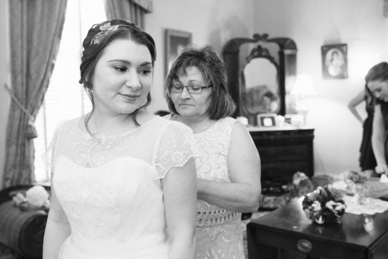 bride-with-mother1-800x534 Two Rivers Mansion Fall Wedding | Kristen and Chris