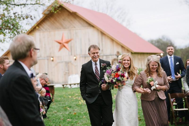 bride-reaction-800x534 Laurie + Craig - Antrim Wedding | Columbia, TN