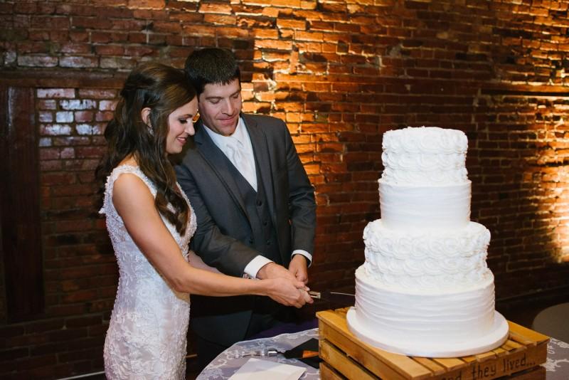 cake-cutting-800x534 Kristen and Nick Wedding at aVenue | Nashville, TN
