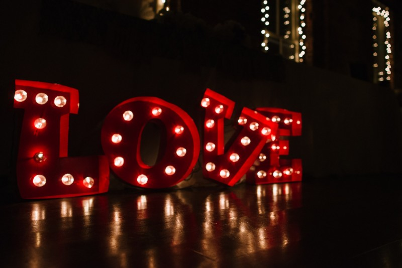 love-lights-800x534 Elisa + Jerrad Wedding | Balinese Ballroom | Memphis, TN