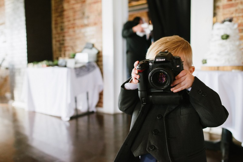 young-cute-photographer-800x534 Elisa + Jerrad Wedding | Balinese Ballroom | Memphis, TN