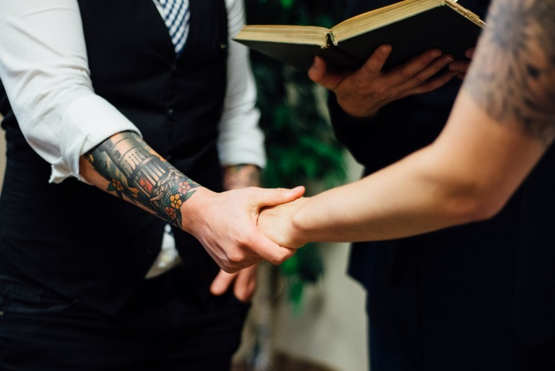 holding-hands-wedding-ceremony-800x534-800x534 Nashville Wedding Portfolio | Real Moments and Love Stories
